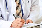 врач выписывает назначение