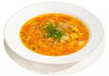 суп с куркумой в белой тарелке