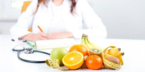 врач дает рекомендации по изменению образа жизни