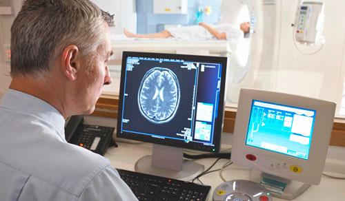 обследование пациента с помощью компьютерной томографии