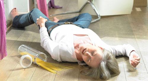женщина во время эпилептического припадка