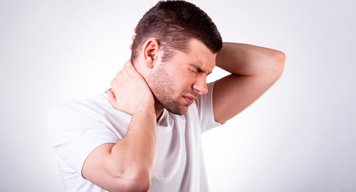 боль в шее и голове у мужчины