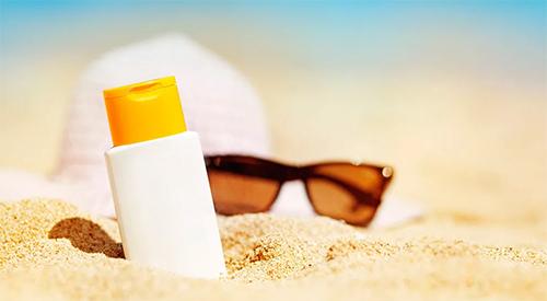 солнцезащитный крем и очки