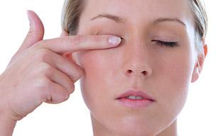 Давящая боль в глазах. Причины и лечение