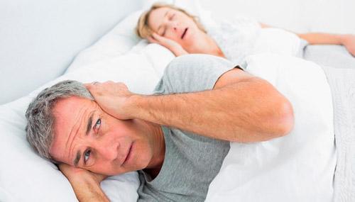 женщина храпит во сне