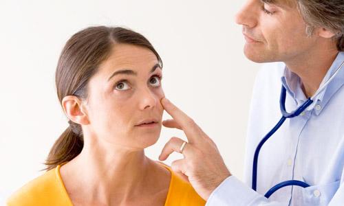 пациентка с анемией у врача