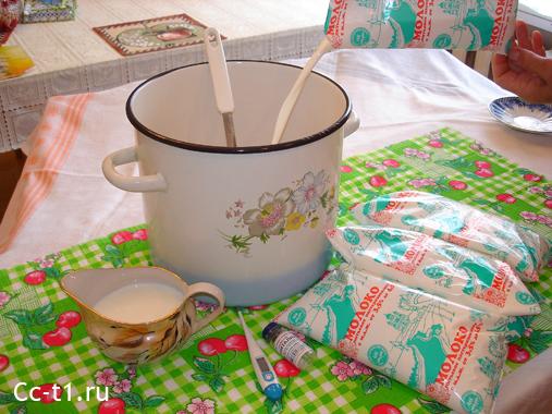 смешиваем молоко и закваску Эвиталия