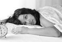 уставшая от побочных действий женщина
